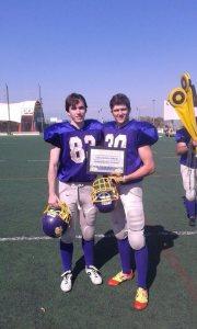 #30 Luis Jurado (derecha) recibe el premio a mejor novato